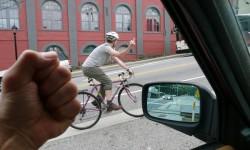 Nenechte se vyprovokovat a nedávejte řidiči důvod vám vaše výroky vracet.