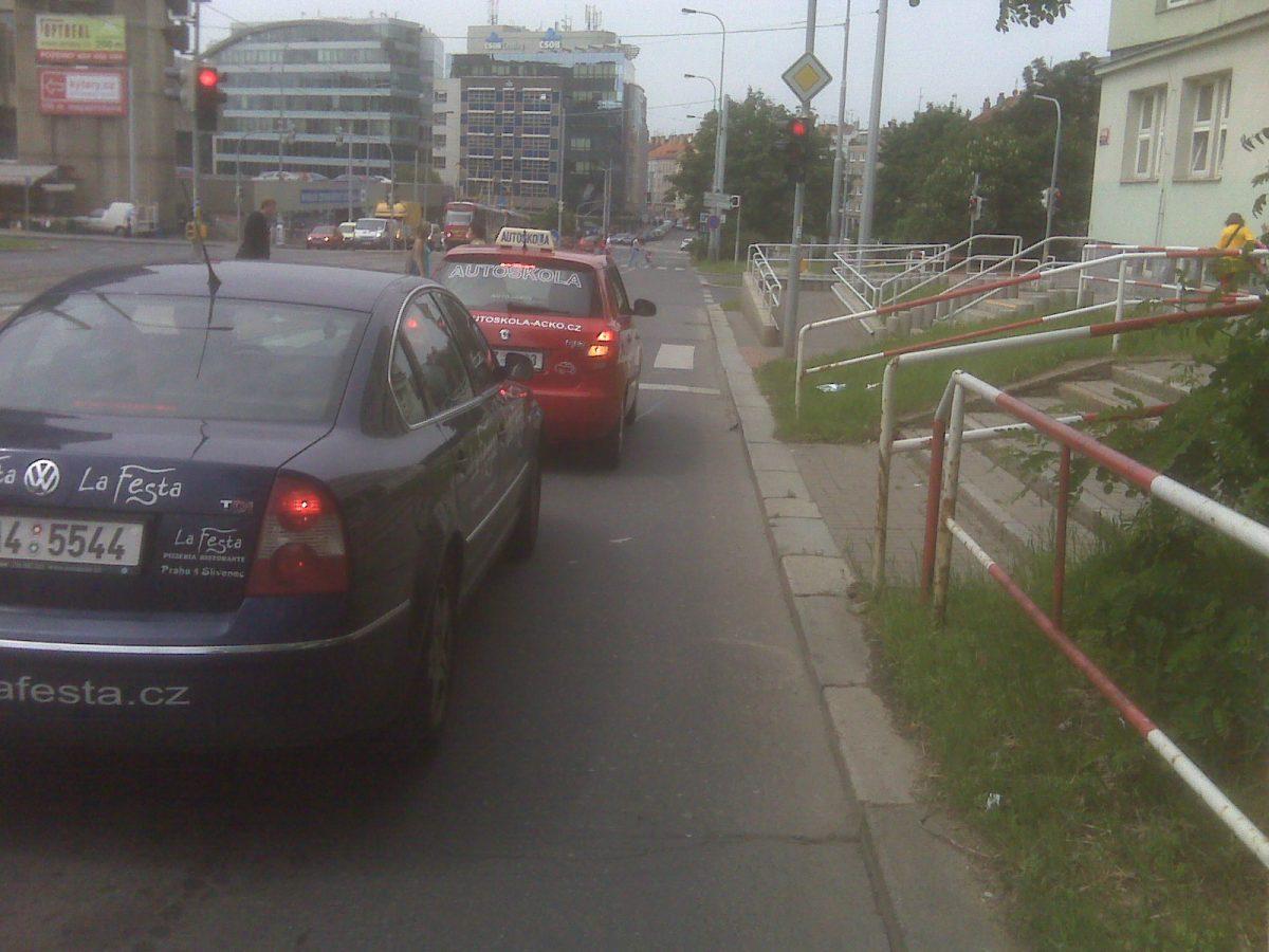 Trocha adrenalinku v městském provozu. Tentokráte kdesi nad Vyšehradem při cestě na další schůzku.
