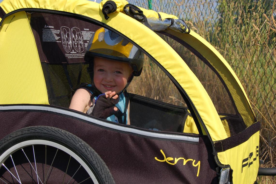 8 tipů pro jízdu s dětským cyklovozíkem