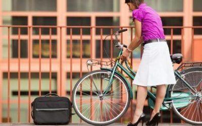 Na kole v sukni?