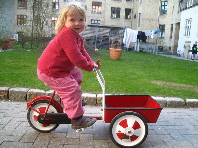 S nákladem na kole už od mala