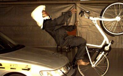 Alternativní helma Hwding: Airbag místo helmy?