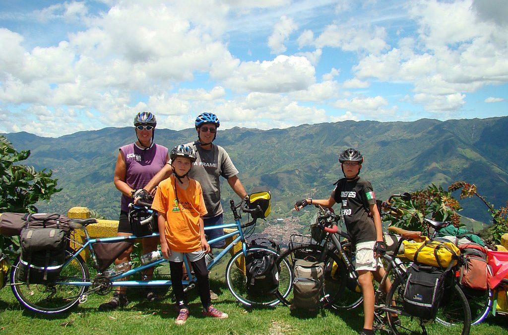 Čtyřčlenná rodina projela na kole americký kontinent od severu na jih