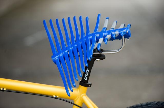 Cyklistické sedlo Manta aneb hrábě v akci
