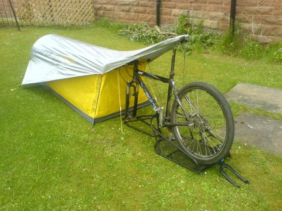 Bikamper: praktický stan pro cyklisty